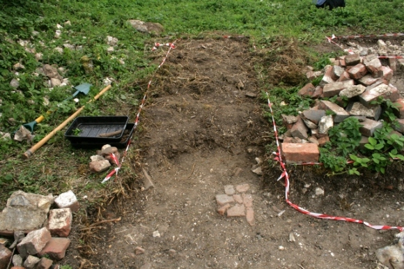 3x1m wide trench S of path from front garden gate