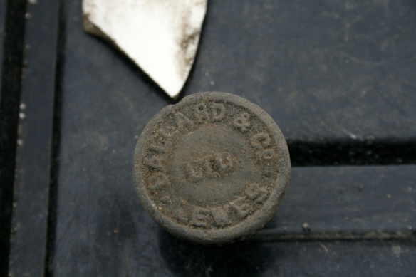 Black rubber screw threaded stopper for Ballard's beer bottle