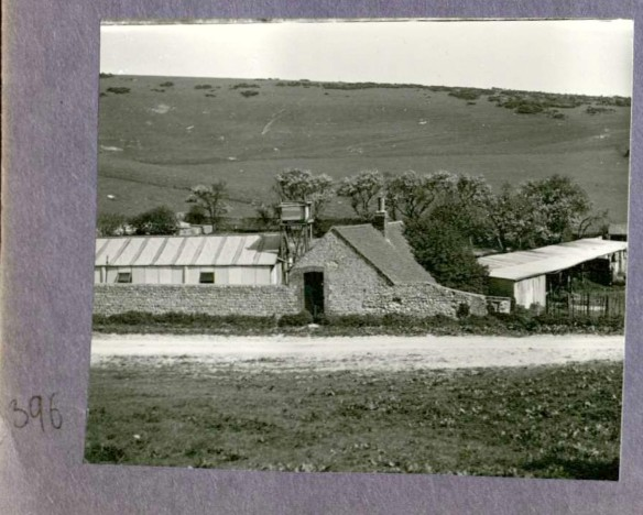 Photo 396. Balsdean farm buildings. In Captain Bertie Hubbard Maclaren's scrapbook. Brighton & Hove Royal Pavilion and Museums, ref. HA930078.