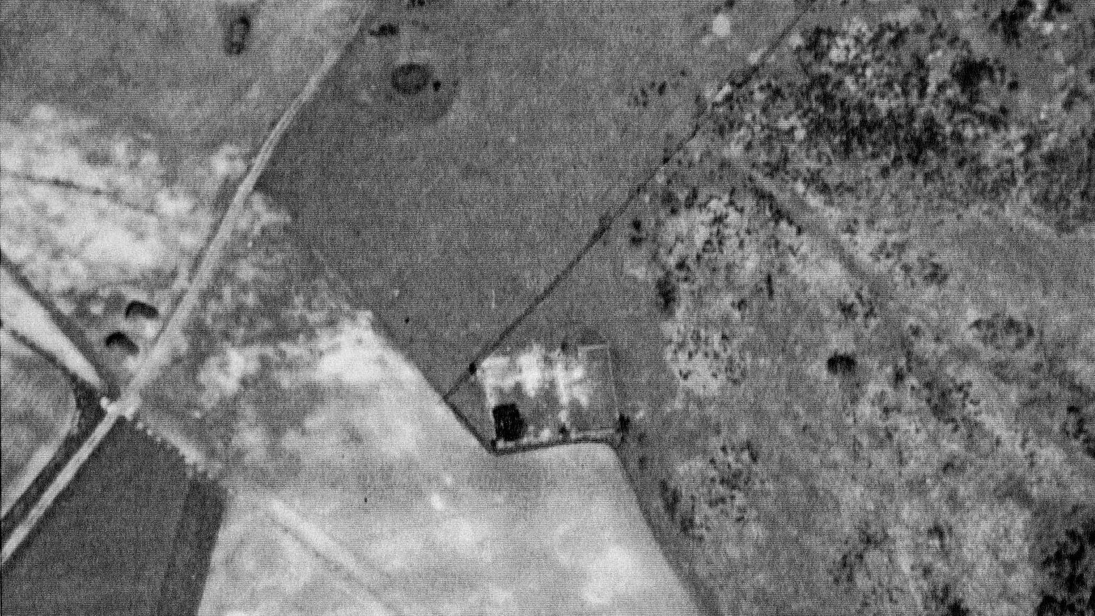 WW2 aerial photograph of Newmarket Farm, including plough mark of possible Bronze Age barrow.
